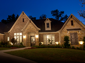 Photo of a home exterior at night linking to the Shell Homes site